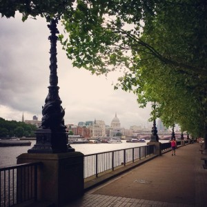 Early morning on the South Bank, heading towards St Paul%27s
